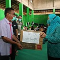 Ketua TP PKK Kabupaten Banjar Serahkan Sembako Ke Korban Banjir